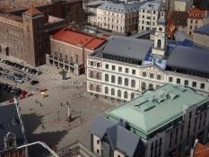 Et kig ned på rådhuspladsen/A view to the city hall square
