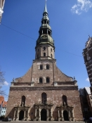 Peterskirkens vestportal med tårnet/The western facade of St. Peterʹs church with the tower