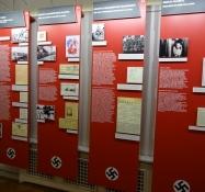 Den fortæller også om den korte nazistiske besættelse/It also tells about the short Nazi occupation