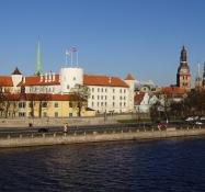 Rigas pils eller slottet ved dagslys/Rigas pils or the castle in daylight