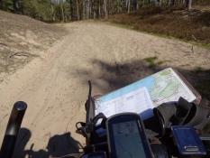 Igen en sandet piste, hvor jeg måtte trække/Again a sandy pist, where I had to wheel my bike