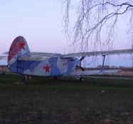 En AN-2, et gammelt sovjetisk bi-plan/The AN-2 is an old Soviet biplane