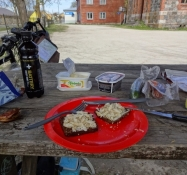 Min frokost med røget fisk i Lihula/My lunch with smoked fish at Lihula