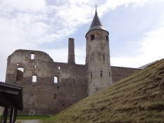 Haapsalus gamle bispeborg er en ruin i dag/Haapsaluʹs old episcopal castle is a ruin today