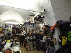 Cykelsmeden holdt til i en middelalderlig kælder/The bike repairerʹs shop was in a medieval cellar