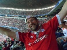 Glad Bayern-fan efter sejr over São Paulo