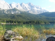 Badetur i Eibsee for foden af Zugspitze