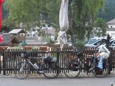 Cyklerne parkeret ved Gasthof Stern i Steeg