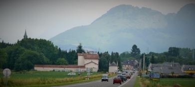 vor Lourdes die Pyrenäen