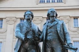 Weimar, Goethe und Schiller vor dem Nationaltheater
