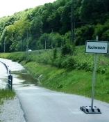 Sperrschild am Saale-Radweg