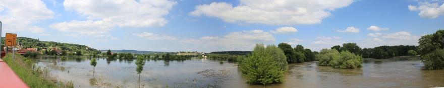 Saale-Hochwasser von der Brücke an der Eislebener Straße