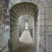 bei La Plaine Radweg unter Eisenbahnbrücke über L´Allondon