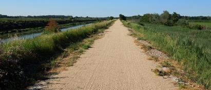 Rhoneradweg am Canal d´Arles á Port-de-Bouc