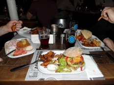 Vi bestilte store burgere og stjerneskud