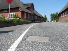Grænsesten i asfalten