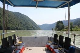 Auf der Donau-Längsfähre von Au nach Grafenau
