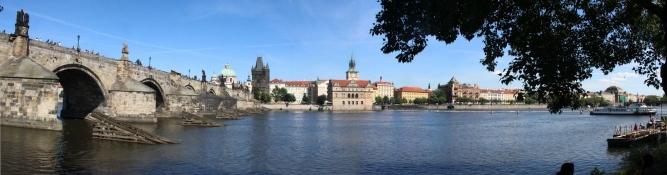 Prag, Blick über die Moldau auf die Altstadt