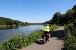 Moldau-Radweg vor Klecany