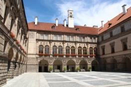 Schloss Nelahozeves, Innenhof