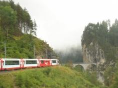 Toget på vej mod Landwasser-viadukten/The train approaches the Landwasser bridge