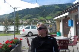 Dejligt at slappe af på campingpladsen efter bjergetapen/Relaxing on the camp site after the stage