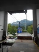 På vej ind i svævebanen op til Patscherkofel/On our way into the cable car up to mount Patscherkofel
