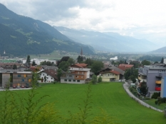 Vue ud over Jenbach og Inn-dalen fra toget/View on Jenbach and the Inn valley from the train