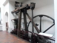 Her er vist James Watts dampmaskine fra 1769/Here is shown James Wattʹs steam engine from 1769