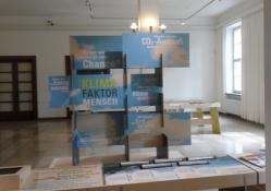 Udstillingen ʺMennesket som klimafaktorʺ i biblioteksbygningen/The exhibition ʺMan as climate factor