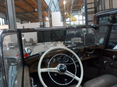 Kig ind i en åben Mercedes fra 30ʹerne/A glance into a Mercedes convertible from the thirties