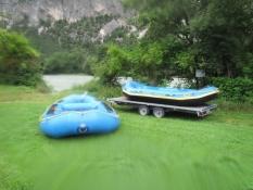 Bådene læsses op på traileren/The boats are loaded onto the trailer