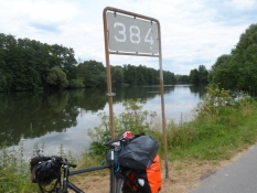 Her ved Main-km 384 begynder kanalen til Donau/Here begins the canal from the Main to the Danube