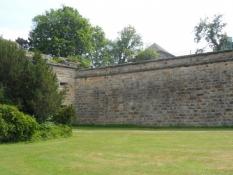 Den middelalderlige bymur er delvist bevaret/Some parts of the medieval town wall still exist