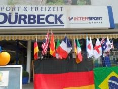 Sportsforretning pyntet til VM i fodbold/Sports shop with World Cup decoration
