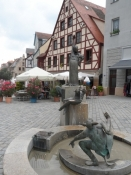 Spøjst springvand på torvet i Fürth/Funny fountain on the Fuerth market square