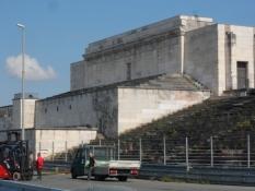 Hovedtribunen med talerstolen, hvor Hitler holdt tale/The main stand with Hitlerʹs rostrum