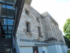 Indgangen til doku-centret for rigspartidagsområdet/The entrance to the party rally ground centre