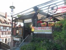 Burgwächter-restauranten lige under borgen/The restaurant ʺBurgwaechterʺ right under the castle