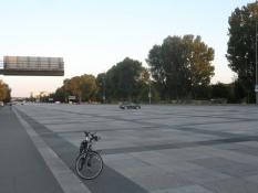 Nazisternes ʺGrosse Strasseʺ er 60 m bred/The naziʹs ʺBig roadʺ is 60 m wide