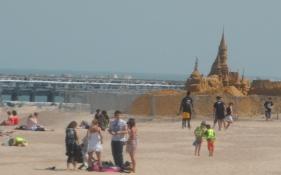 I Oostende rammer vi kysten og en bred sandstrand/At Oostende we hit the coast and a sandy beach