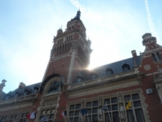 Dunkerque rådhus i modlys/The city hall of Dunkirk against the light