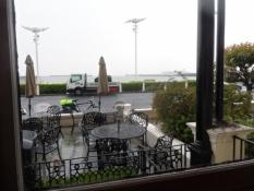 Ude på terrassen regner det endnu/On the patio it is still raining