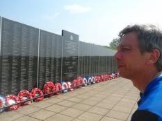 Mindevæg i Battle of Britain-mindeparken/Wall of remembrance at the Battle of Britain memorial