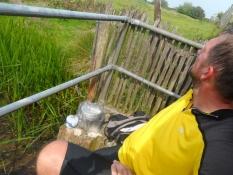 Kaffepause ved en lille bro/A coffee break on a small bridge