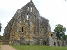 Kort efter byggedes et stort kloster til ære for det/Shortly after an abbey was built in its honour