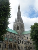 Katedralen i romansk stil med gotisk tårn/The cathedral in Romanesque style and a Gothic steeple