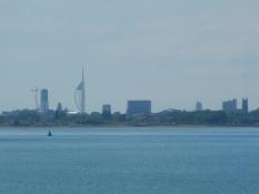 Portsmouths skyline hen over bugten/The skyline of Portsmouth across the bay