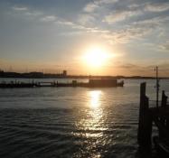 Solen går ned over England. Bogstaveligt talt/The sun sets over England. Litterally spoken