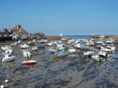 Havnen i Barfleur ude af drift ved lavvande/The harbour of Barfleur is out of service at low tide